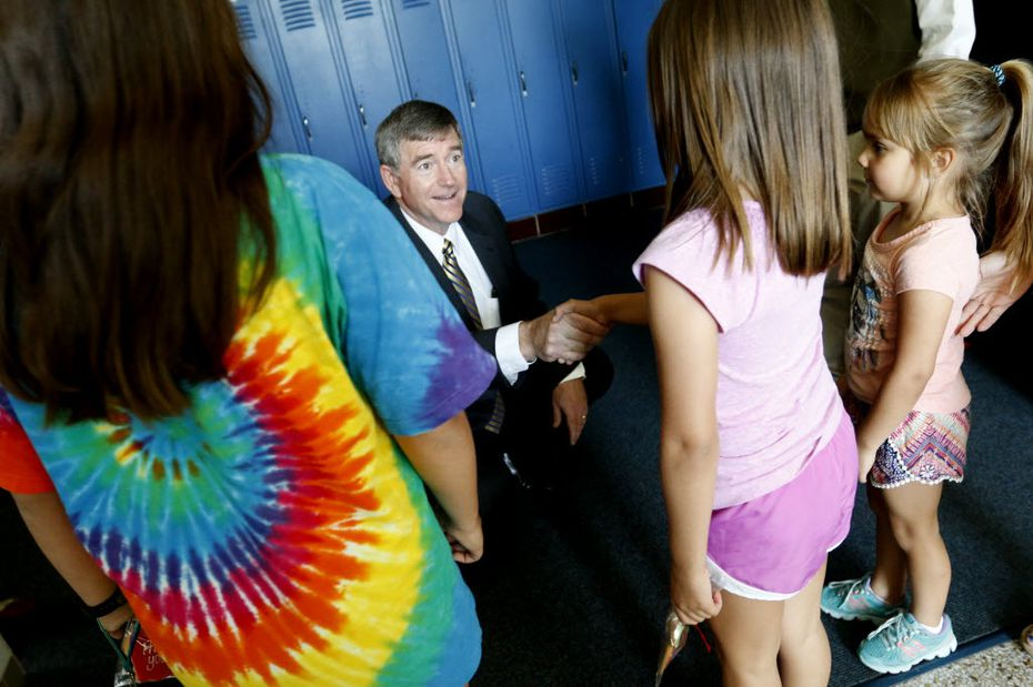 Highland Park Superintendent Tom Trigg introduces himself to students while touring Armstrong Elementary School shortly after he was hired to lead Highland Park ISD.