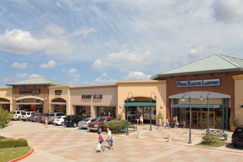 Habrá una feria de trabajo en los Allen Premium Outlets.