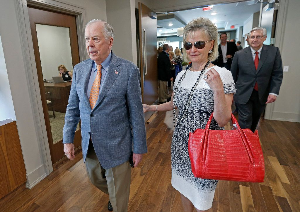 T. Boone Pickens (left) and his wife Toni Brinker Pickens leave after a dedication ceremony at T. Boone Pickens Hospice and Palliative Care Center in Dallas, Tuesday, April 18, 2017. (Jae S. Lee/The Dallas Morning News)