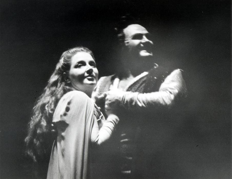 """Jon Vickers, with Roberta Knie in a 1975 production of Wagner's Tristan und Isolde, created an operatic legend when the tenor broke character to bark at the Dallas audience: """"Shut up your damn coughing!"""" """"The thing that wasn't printed was that they stopped coughing,"""" Vickers later recalled. """"It wasn't necessary to cough."""""""