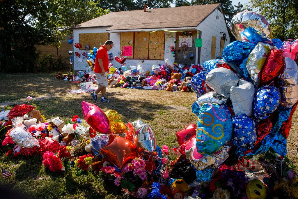 Chris Garza, who grew up in the Sunnyvale neighborhood, visits the growing tribute to Shavon Randle filling the yard of the abandoned house in the 2200 block of East Kiest Blvd where Randle was found dead on Thursday, July 13, 2017, in Dallas. The 13-year-old Lancaster girl who was kidnapped because of a drug theft she had nothing to do with was found dead on July 2, according to law enforcement. (Smiley N. Pool/The Dallas Morning News)