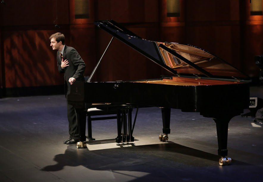 Kenneth Broberg takes a bow in the Semifinal Round of the Van Cliburn International Piano Competition on June 5, 2017 at Bass Performance Hall, Fort Worth (Ralph Lauer/Van Cliburn Foundation)