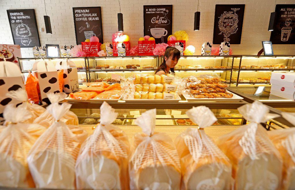 Customer Nancy Pham shops at the 85C Bakery Cafe in Carrollton, Texas, Friday, May 5, 2017. (Jae S. Lee/The Dallas Morning News)