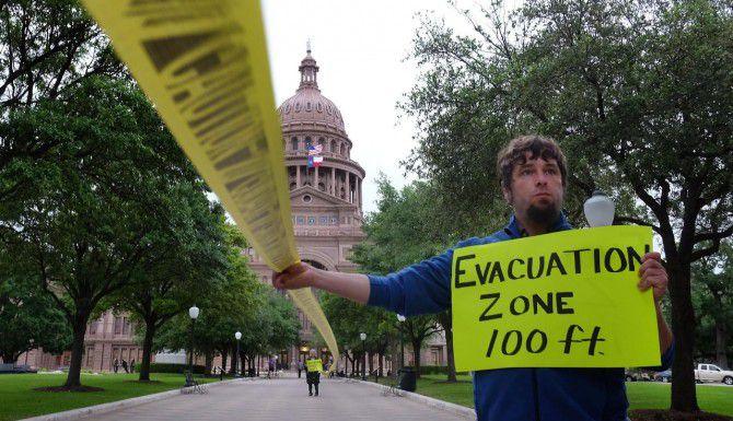 A pesar de las protestas de defensores del medio ambiente y la oposición de ciudades como Denton, la Legislatura texana aprobó un reglamento que impide a gobiernos locales obstruir la extracción de gas y petróleo. (AP/ARCHIVO)