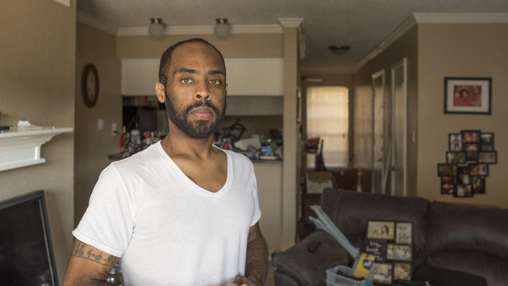 Robin Bobo contaba con un subsidio federal para tener vivienda, pero ó finalmente decidió pagar más y mudarse a Spring Valley Road, porque muy pocos arrendadores aceptan los vales federales.  DMN