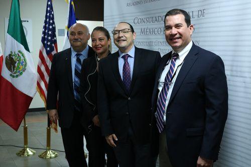 (De izquierda a derecha) Elías Vela, asistente de alcance comunitario para OSHA; Verónica Patricia Pichinte, cónsul de El Salvador en Dallas; Francisco De La Torre Galindo, cónsul general de México en Dallas, y Noel Buitrago, director asistente del area para OSHA, durante la presentación de la Semana de Derechos Laborales. JAVIER GIRIBET/DMN