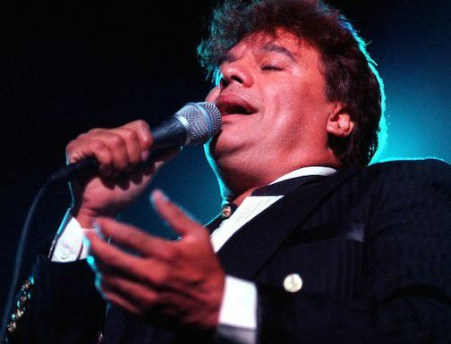 Juan Gabriel canta durante un concierto en el auditorio del Fair Park de Dallas (antes llamado el Coca-Cola Starplex) el 8 de octubre de 1996. (DMN/Irwin Thompson)