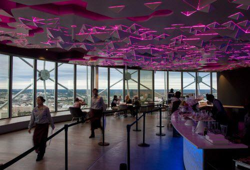 Cloud Nine Cafe gira los 360 grados, por lo que se puede apreciar la ciudad entera sin cambiar de mesa. DMN