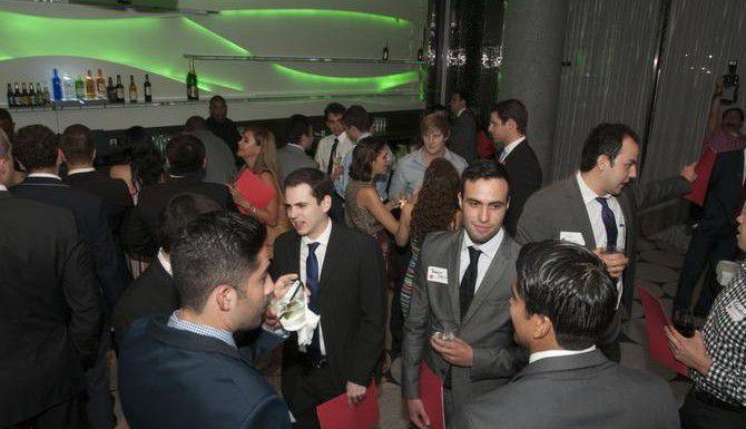 Jóvenes profesionales acuden a una reunión auspiciada por la Asociación de Mexicanos Emprendedores en el Hotel W. (ESPECIAL PARA EL DMN/REX C. CURRY)