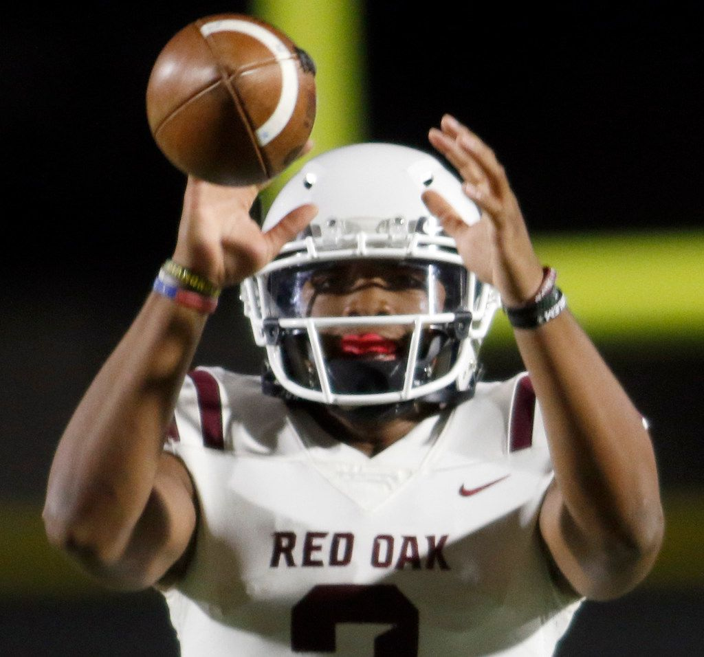 Red Oak quarterback Joshua Ervin (2) eyes a high snap during first half action against Dallas Kimball. The two teams played their District 6-5A Division ll football game at Sprague Stadium in Dallas on October 11, 2019. (Steve Hamm/ Special Contributor)