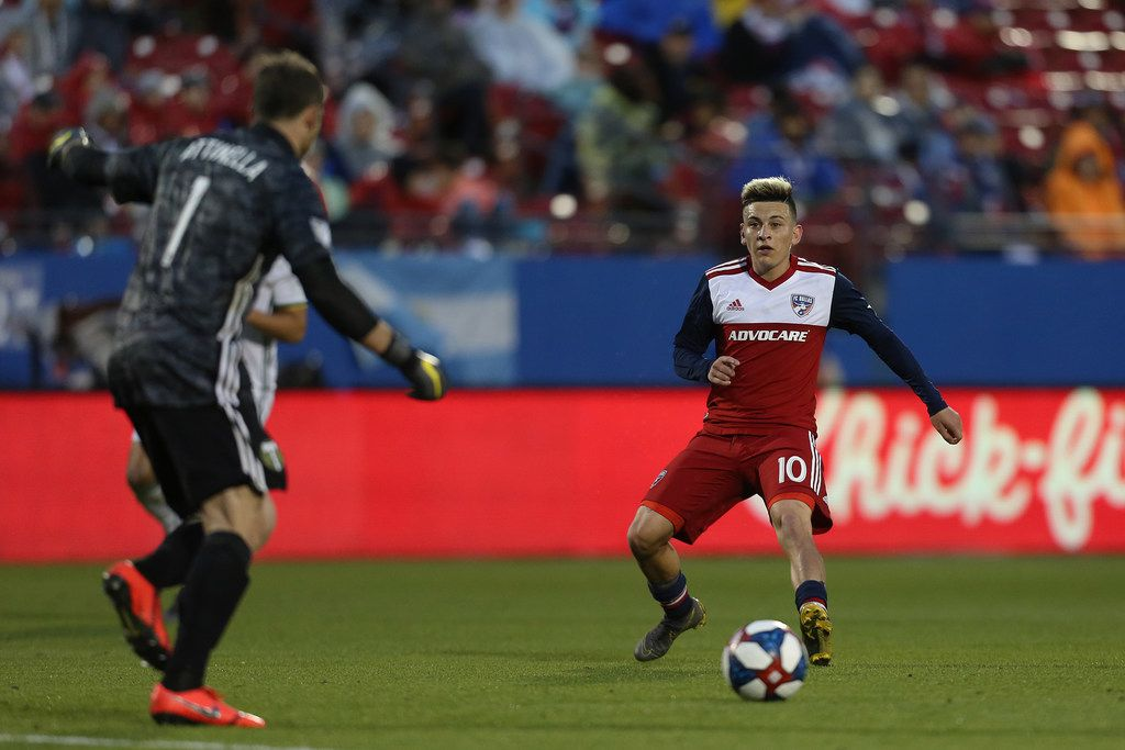 Frisco, Texas: Pablo Aranguiz #10 of FC Dallas drives the ball during game between FC Dallas and Portland Timbers on April 13, 2019 at Toyota Stadium. (Photo by Omar Vega / Al Dia Dallas)