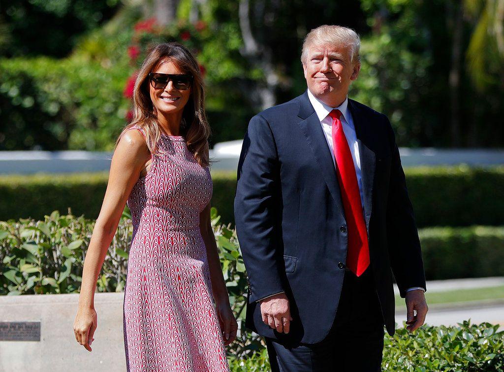 El presidente Donald Trump y su esposa Melania Trump en Palm Beach, Florida el primero de abril del 2018. (AP Photo/Pablo Martinez Monsivais)