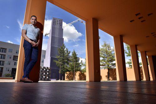 Benjamin Espino, actual director del Centro Cultural Latino en Dallas, fotografiado en la sede del LCC en Oak Live Street el 31 de agosto de 2018. Foto: Ben Torres / Especial para Al Día