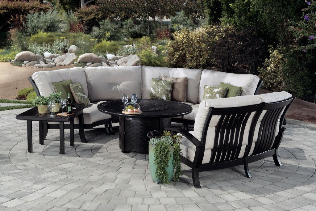 The Georgetown modular seating collection from Mallin makes it easy to arrange seating around a fire pit.