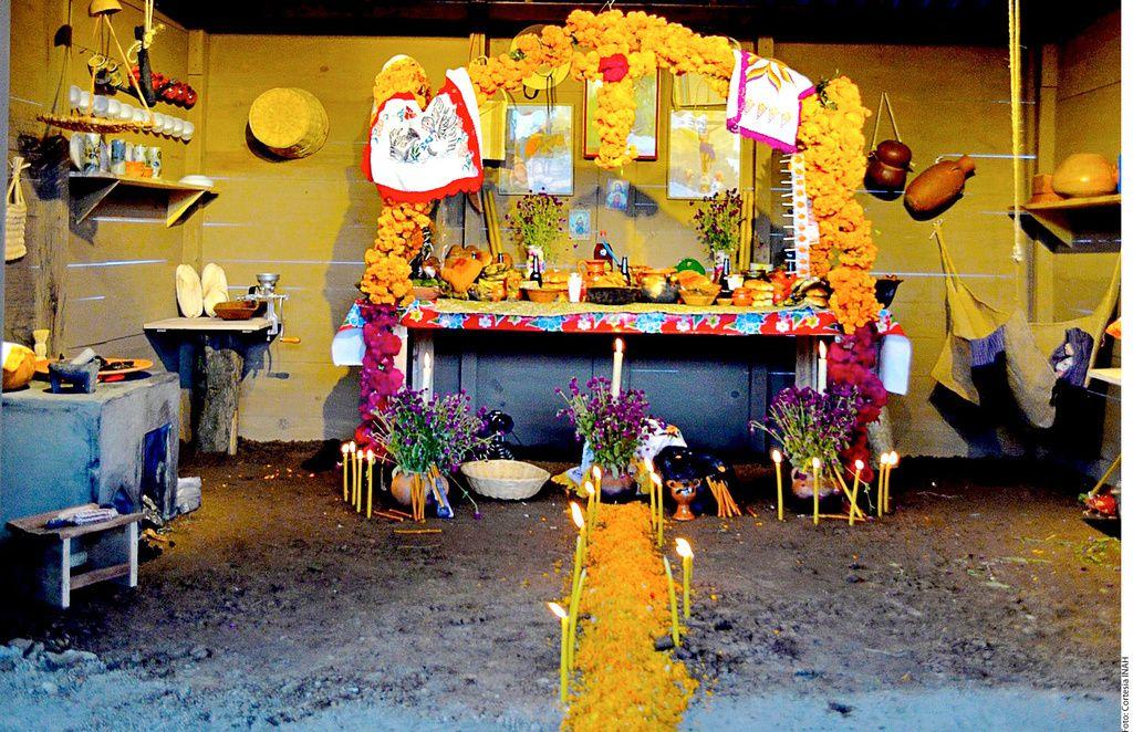 La ofrenda en el altar es lo más importante en la celebración del Día de Muertos.