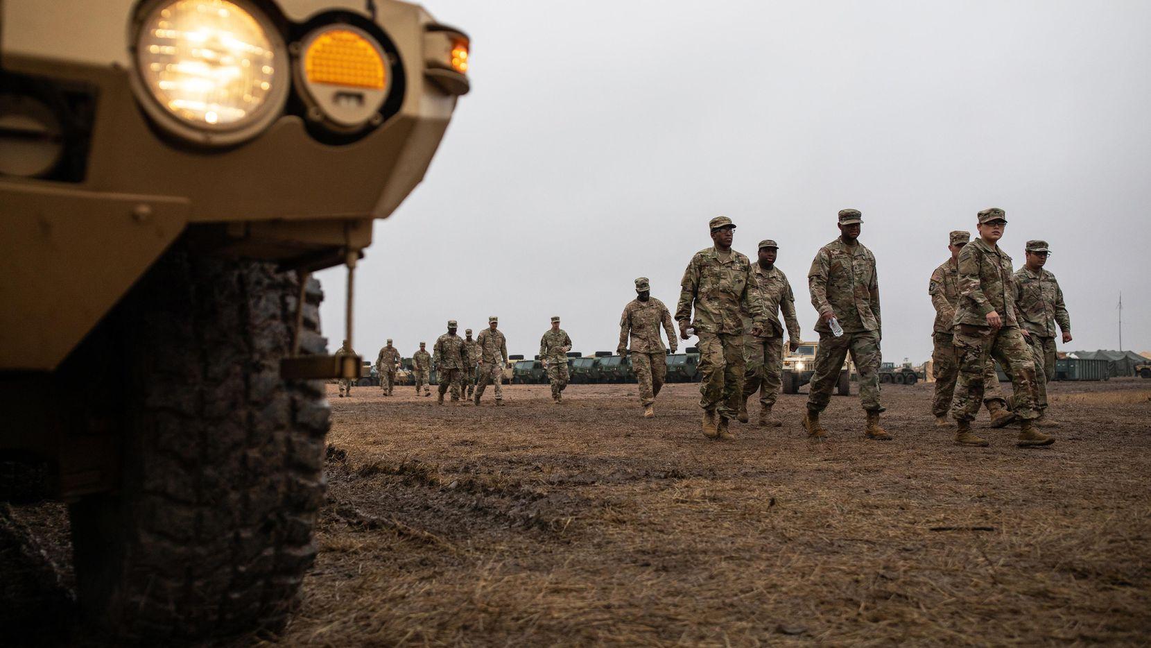 Soldados del Ejército de Estados Unidos se instalaron en noviembre cerca del cruce internacional de Donna-Río Bravo, al sur de Texas.(GETTY IMAGES)