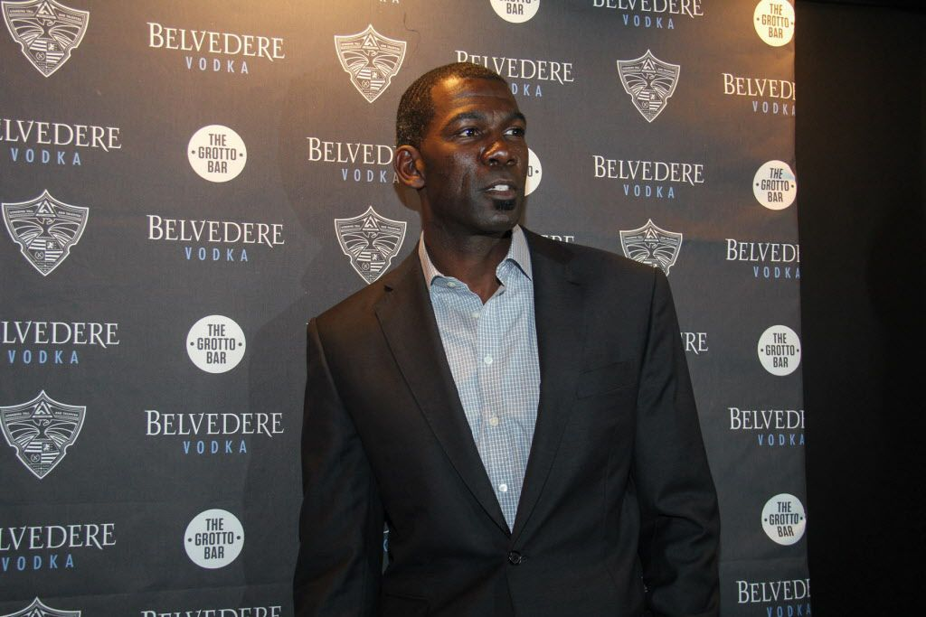 Former Dallas Maverick Michael Finley on the red carpet at the party