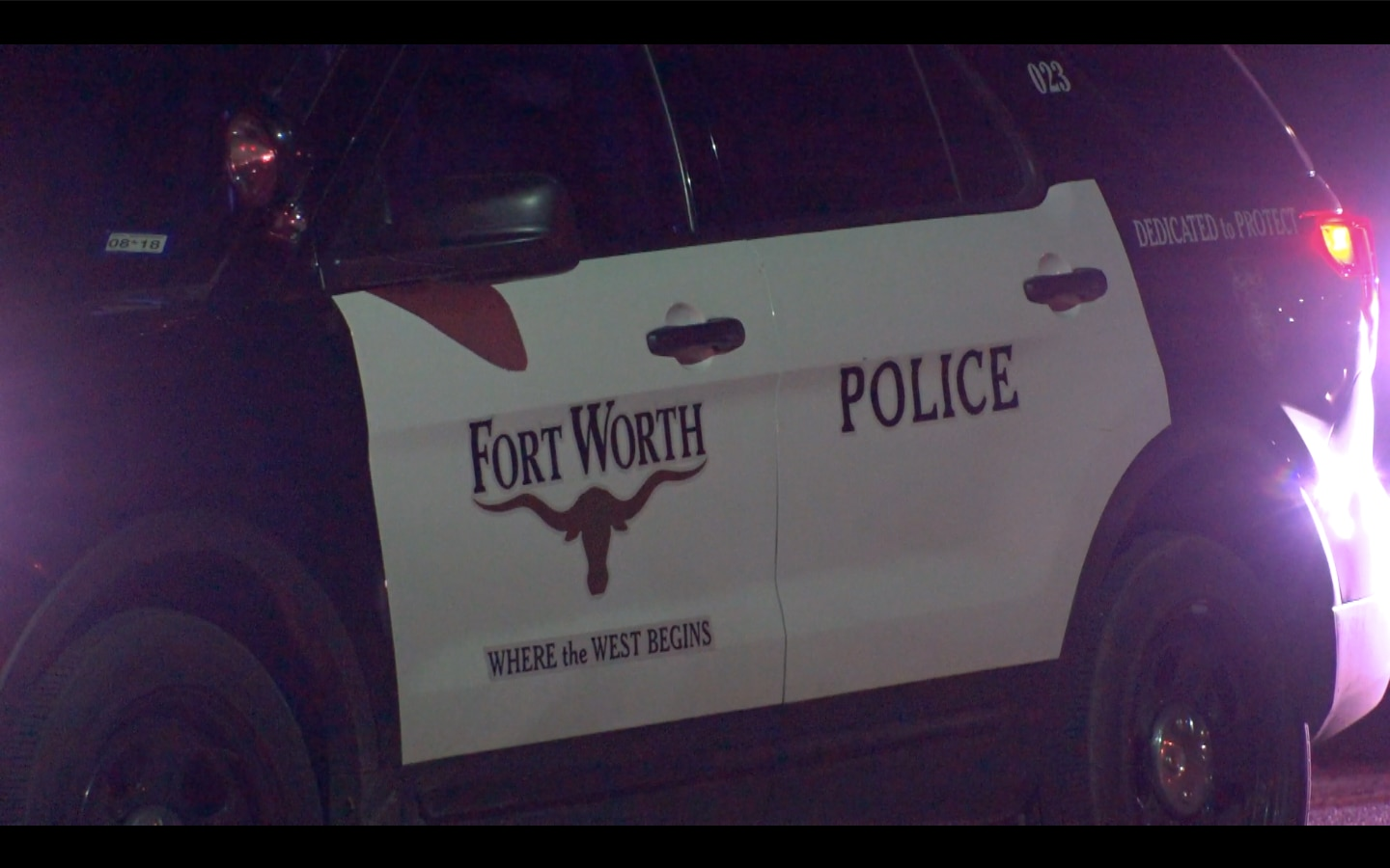 Fort Worth homicide detectives are investigating the death of a 3-year-old boy who died from a gunshot wound in his home.