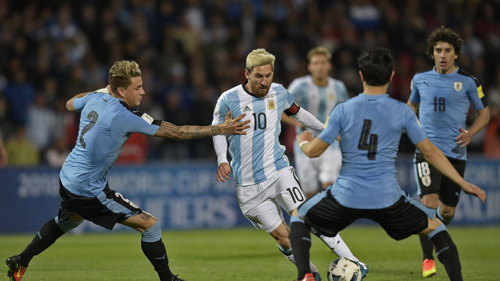 Lionel Messi y Argentina visitan a Uruguay el jueves. (AFP/Getty Images/JUAN MABROMATA)