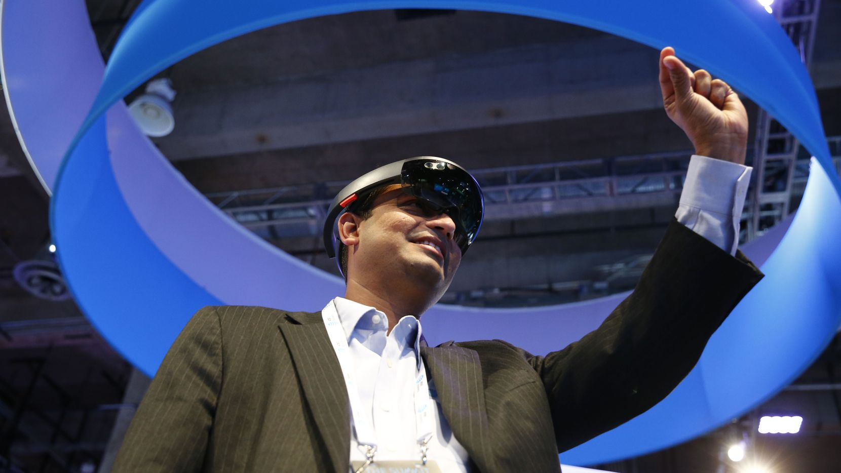 SaiGanesh Gopal uses Microsoft Hololens wearable holographic computer during The Summit for AT&T at the Gaylord Texan Resort Hotel & Convention Center in Grapevine on Oct. 31, 2017.   (Nathan Hunsinger/The Dallas Morning News)