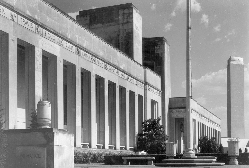 A 1952 view of the front facade of the Hall of State at Fair Park in Dallas, from the State Fair of Texas archive, highlights the names of the notable Texans along the top of the building.