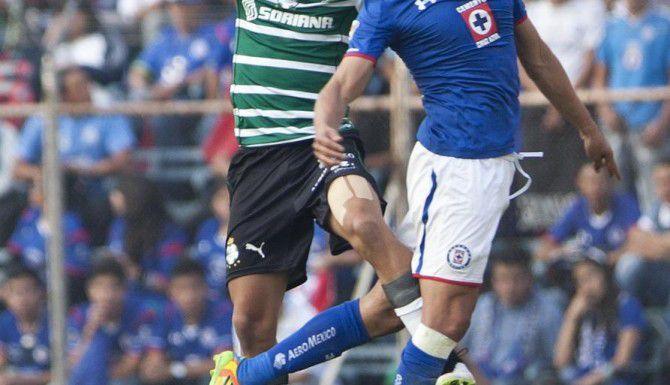 Gerardo Flores (der.) y la Máquina llevan dos goles en cuatro fechas del torneo Clausura. El sábado enfrentan a los Rayados del Monterrey en el estadio Azul de la capital mexicana. (AP/CHRISTIAN PALMA)