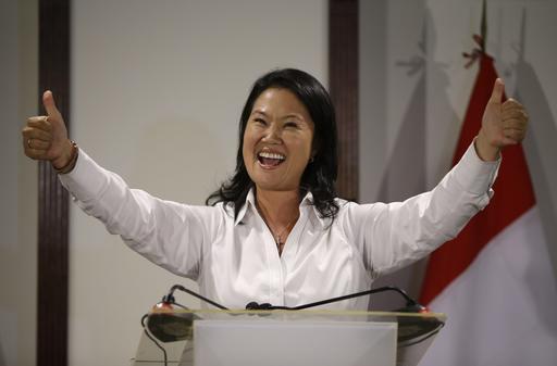 Keiko Fujimori se impuso en la primera ronda electoral en Perú. Deberá disputar la presidencia con el centroderechista Pedro Kuckzinsi. AP