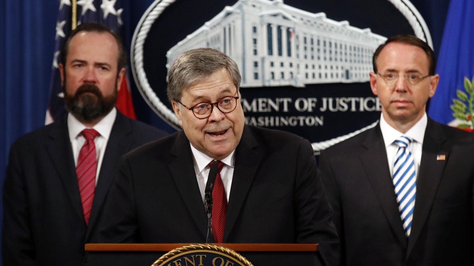 El secretario de Justicia William Barr y los subsecretarios Edward O'Callaghan y Rod Rosenstein durante la conferencia para hablar sobre el reporte del fiscal especial Robert Mueller.(AP) (AP/Patrick Semansky)
