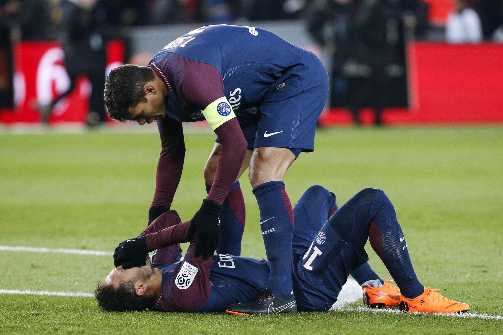Neymar fue operado del pie derecho en Brasil. Foto AP
