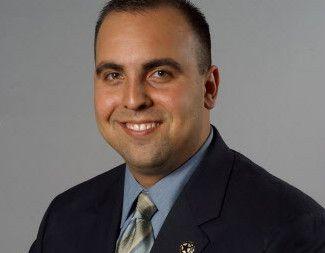El legislador Armando Martínez, de Weslaco,  se recupera del impacto de una bala perdida en su cabeza.