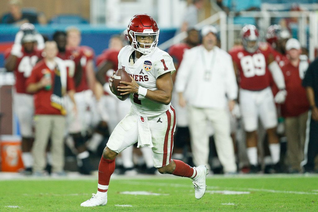 MIAMI, FL - DECEMBER 29: Kyler Murray #1 of the Oklahoma Sooners looks to pass in the third quarter during the College Football Playoff Semifinal against the Alabama Crimson Tide at the Capital One Orange Bowl at Hard Rock Stadium on December 29, 2018 in Miami, Florida.  (Photo by Michael Reaves/Getty Images)