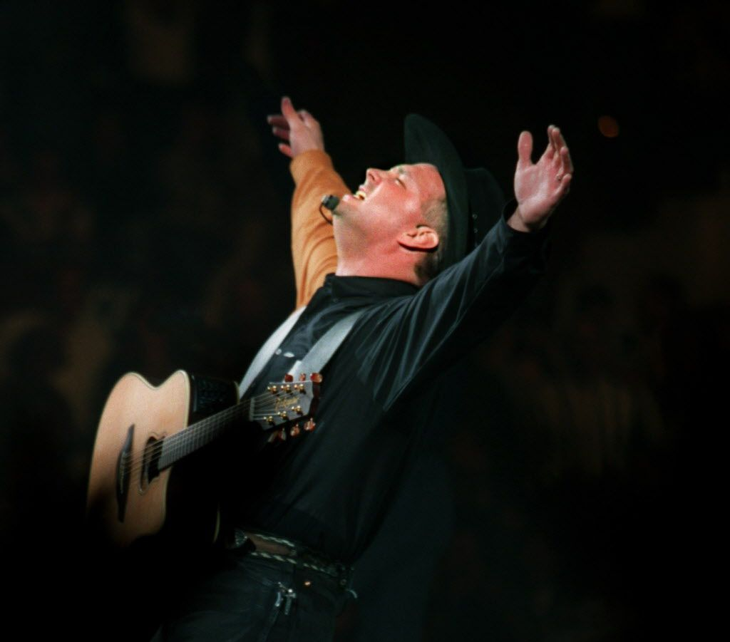 ORG XMIT:  Garth Brooks performs at Tarrant County Convention Center.
