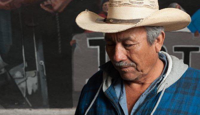 Margarito Guerrero trabajó junto a sus hijos mayores en el Norte de Texas para darle un mejor futuro a su familia. Ahora busca a su hijo menor, Jhosivani Guerrero de la Cruz, quien está entre los 43 estudiantes desaparecidos de Ayotzinapa. (ESPECIAL PARA EL DMN/KEITH DANNEMILLER)