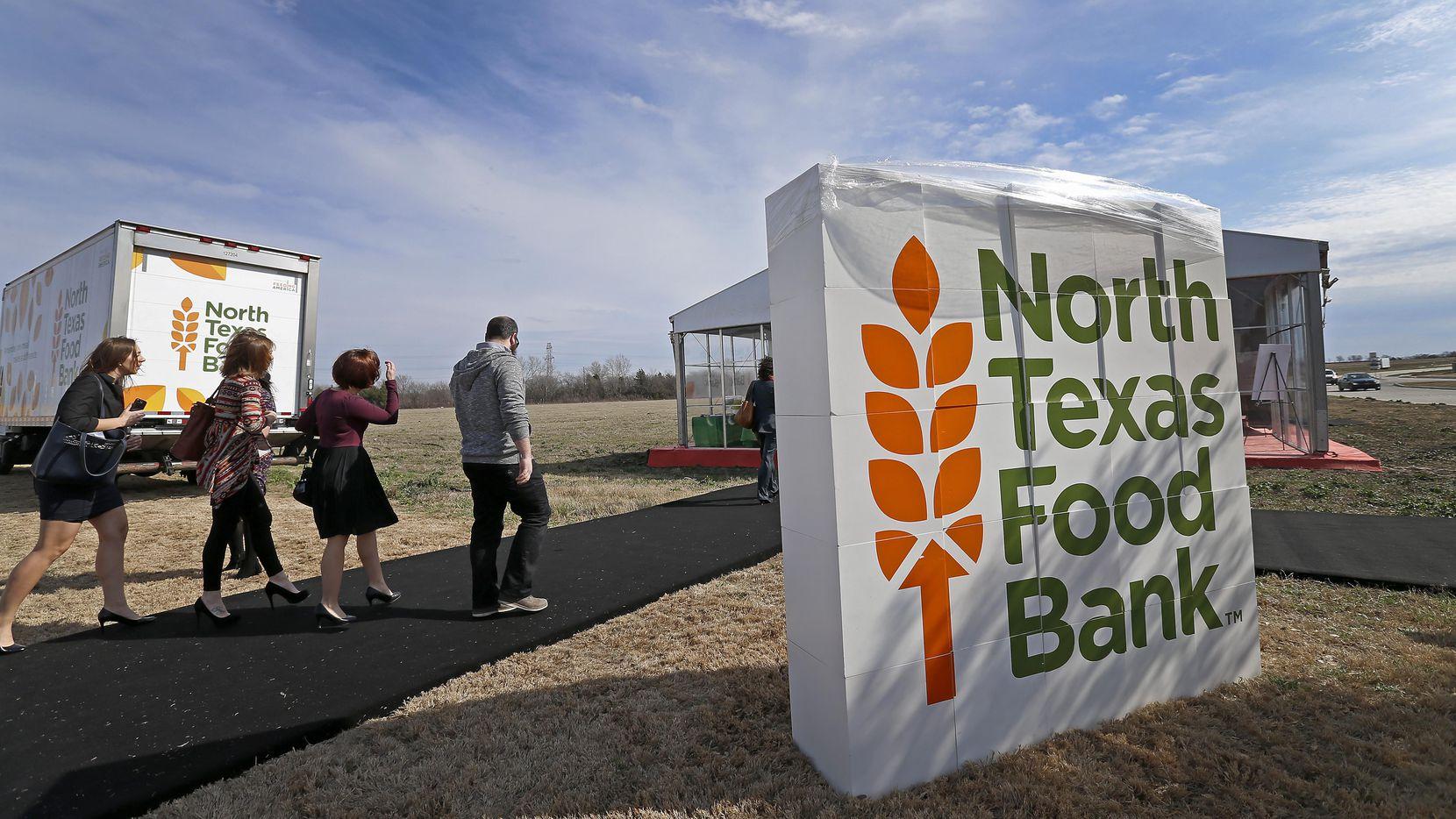 North Texas Food Bank reparte despensas para familias con niños este verano. (Staff Photographer/Jae S. Lee)