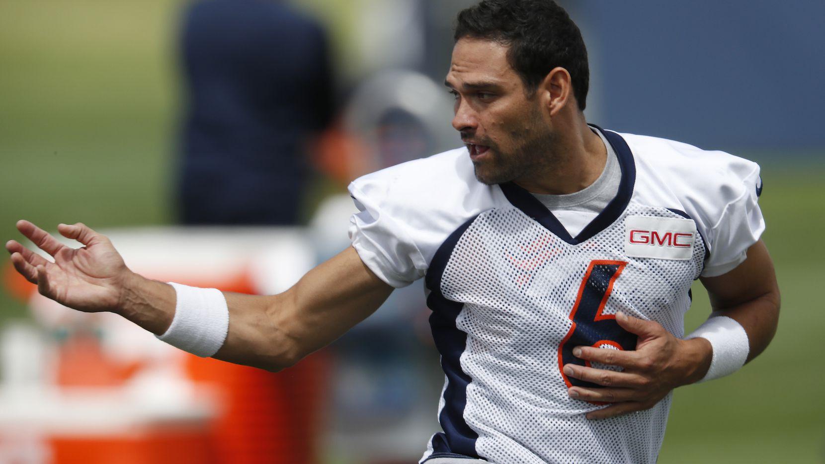 Mark Sánchez fue contratado por los Cowboys de Dallas el sábado. (AP)