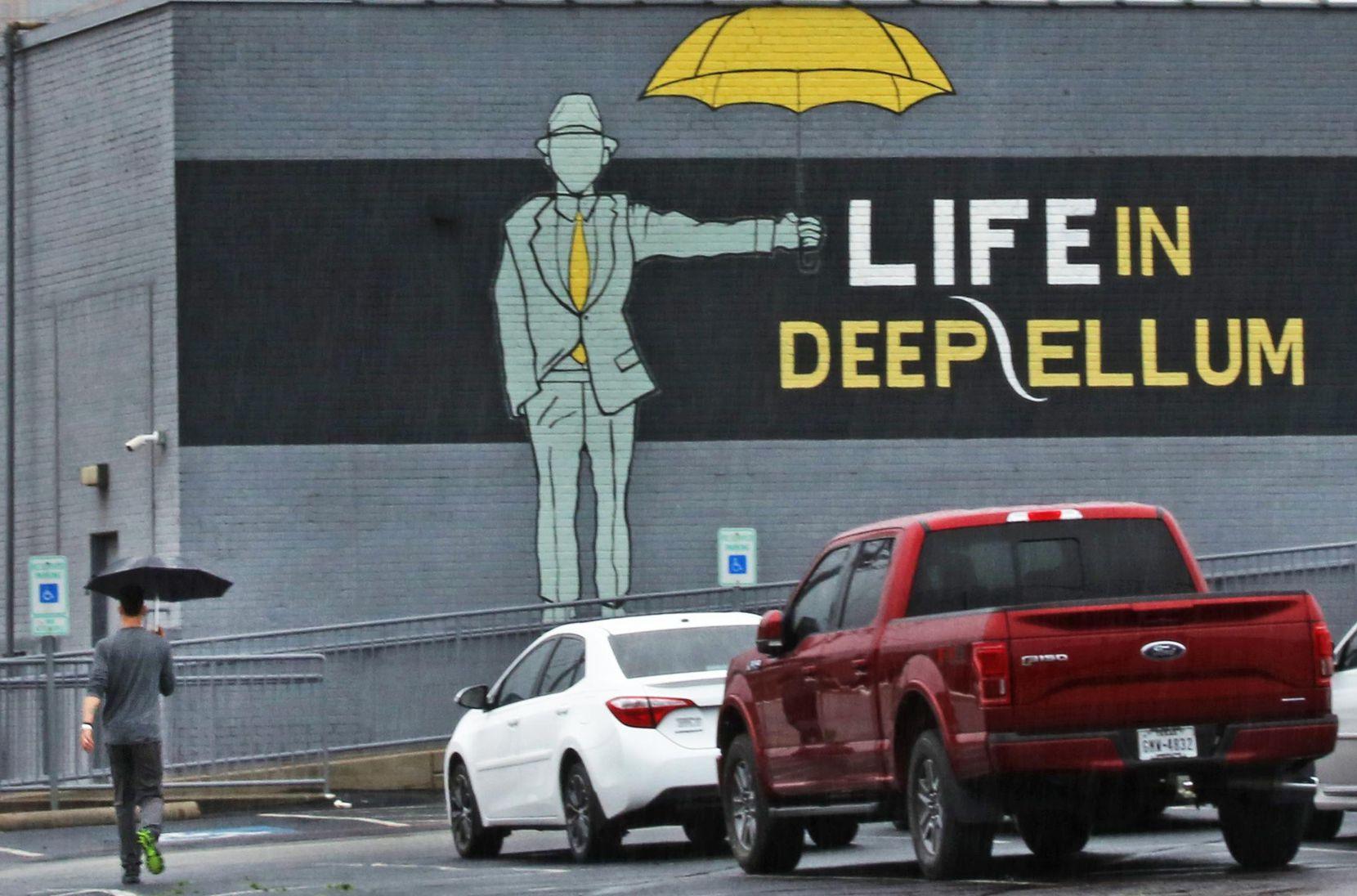 Con el auge de Deep Ellum, vienen cambios como más edificios de apartamentos, pero muchos temen que se convierta en otro Uptown. SMILEY POOL/DMN