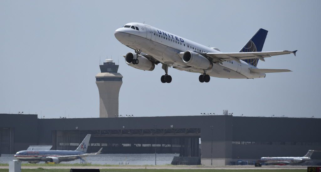 A United Airlines flight takes off at Dallas-Fort Worth Airport on July 1, 2014.  An ExpressJet plane operating under a contract with United had to make an emergency landing on Thursday.
