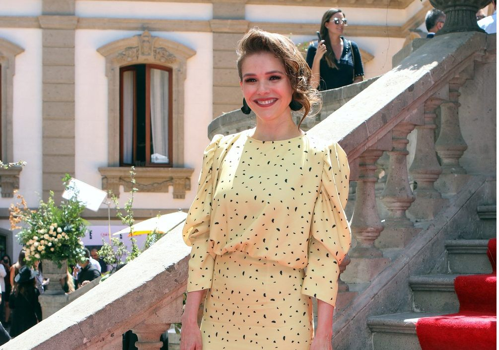 La actriz interpretó a la periodista Genoveva Alcalá, quien vivirá un romance con Epifanio Vargas (Humberto Zurita). AGENCIA REFORMA