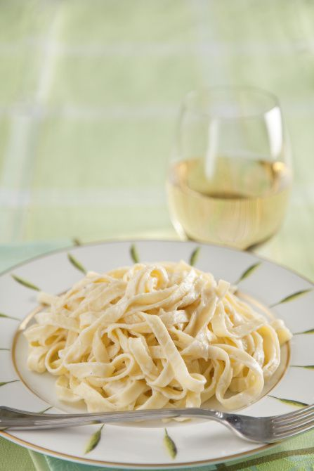 The Dallas Morning News Wine Panel on wines with Fettuccine Alfredo. Plate, tablecloth and napkin: The Copper Lamp