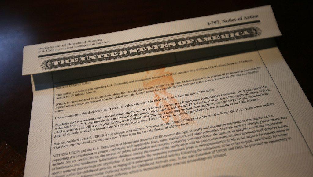 Una carta del Departamento de Seguridad Nacional a Blanca López, una de las personas que solicitó la alivio migratorio DACA. (ARIC CRABB/BAY AREA NEWS/AP)