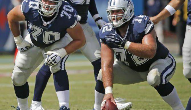 El guardia Zack Martin (70) y el centro Travis Frederick (72) fueron seleccionados junto con otros cuatro jugadores de los Cowboys para jugar en el Pro Bowl de la NFL. (DMN/LOUIS DELUCA)