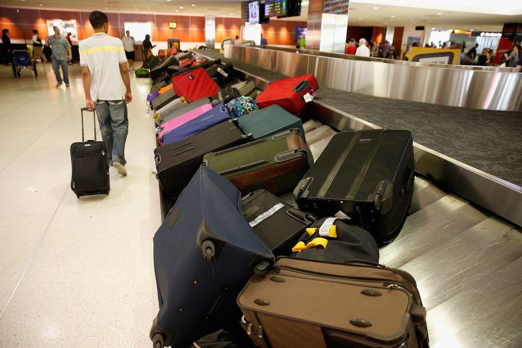 Maletas de pasajeros de aeropuertos en el aeropuerto BWI en el área de Baltimore. Los recargos por equipaje generaron ingresos récord para las aerolíneas. GETTY IMAGES