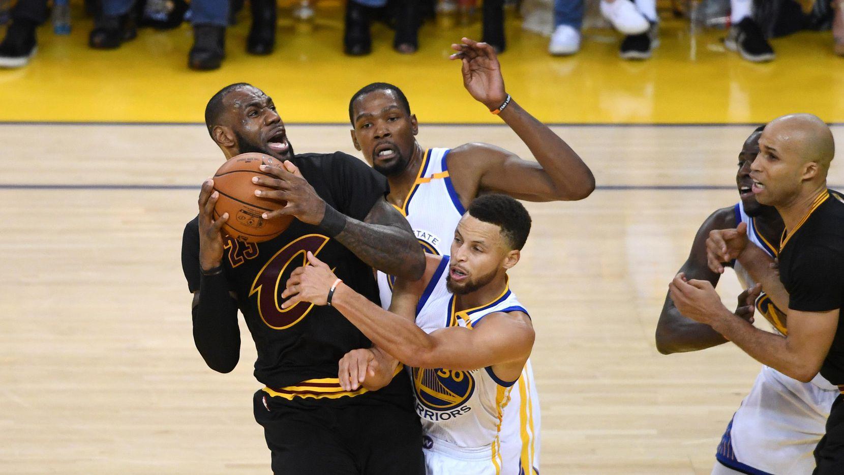 Cleveland y Golden State se enfrentan de nuevo en las NBA Finals.(Getty Images)