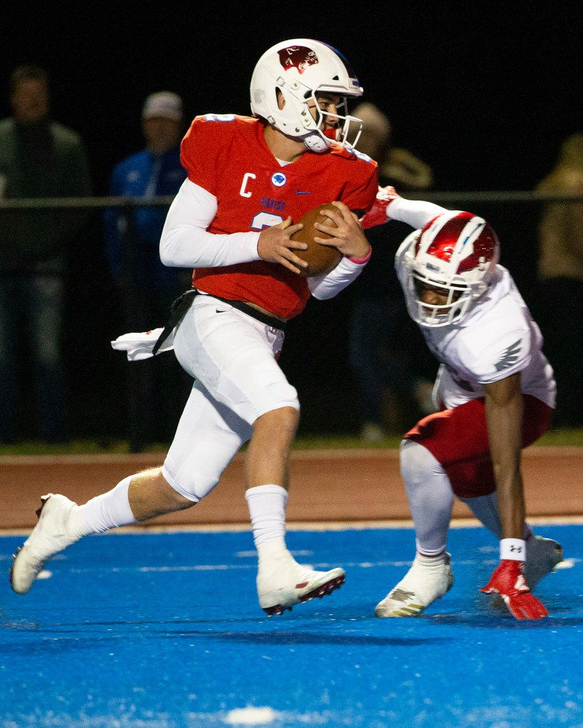 Parish Episcopal quarterback Preston Stone (2) makes a touchdown run during the football game between Parish Episcopal High School and Bishop Dunne Catholic School at the Gloria H. Snyder Stadium in Farmers Branch, Texas, on Friday, Oct. 11, 2019. (Lynda M. Gonzalez/The Dallas Morning News)