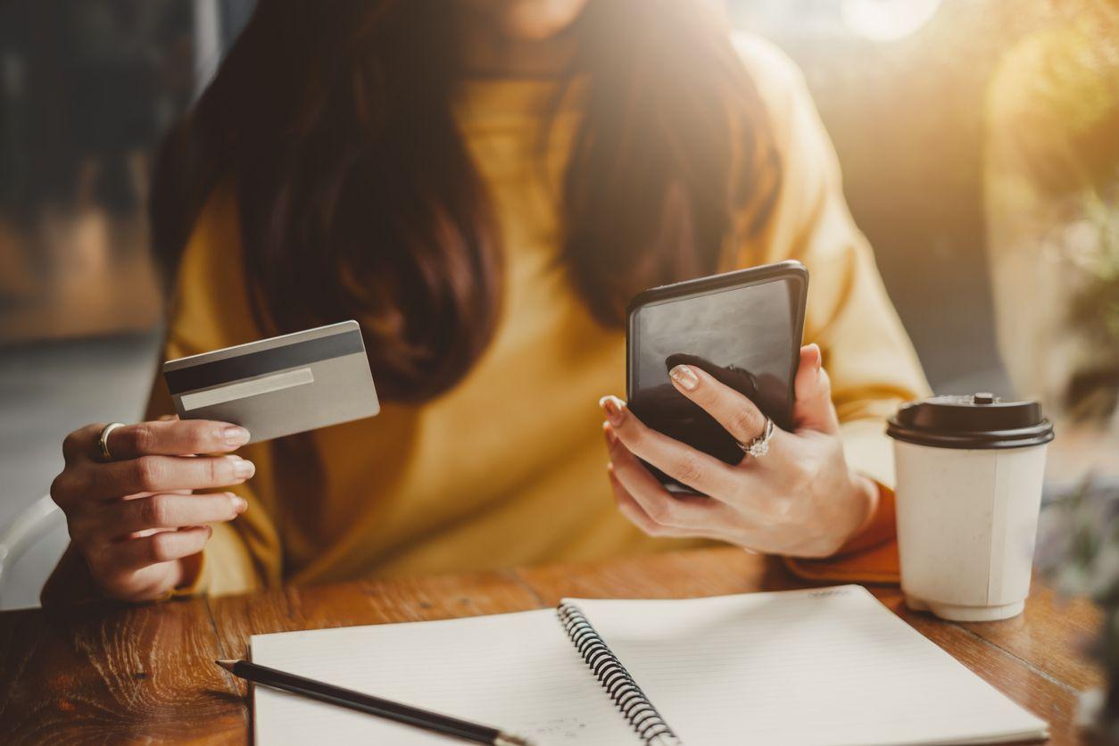 Se recomienda leer numerosas evaluaciones antes de hacer compras en línea. iSTOCK