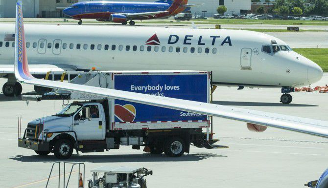 El volumen de pasajeros continúa en niveles récord en el aeropuerto municipal Dallas Love Field. (DMN/SMILEY N. POOL)