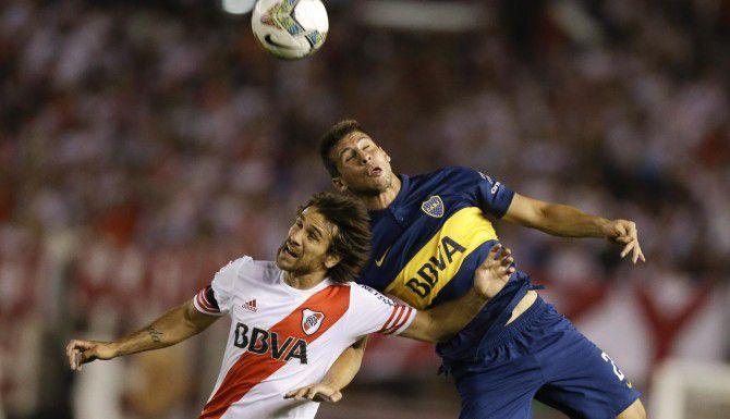 River Plate y Boca Juniors son dos de los 30 equipos que se enfrentarán entre sí hasta noviembre en el nuevo torneo del futbol argentino que inicia este fin de semana (AP/VÍCTOR R. CAIVANO)