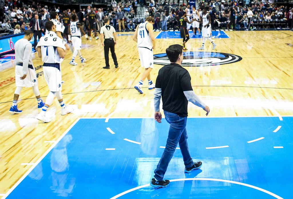 Dallas Mavericks owner Mark Cuban walks off the floor with his team after a loss to the Atlanta Hawks in an NBA basketball game at American Airlines Center on Saturday, Jan. 7, 2017, in Dallas. The Hawks won the game 97-82.  (Smiley N. Pool/The Dallas Morning News)