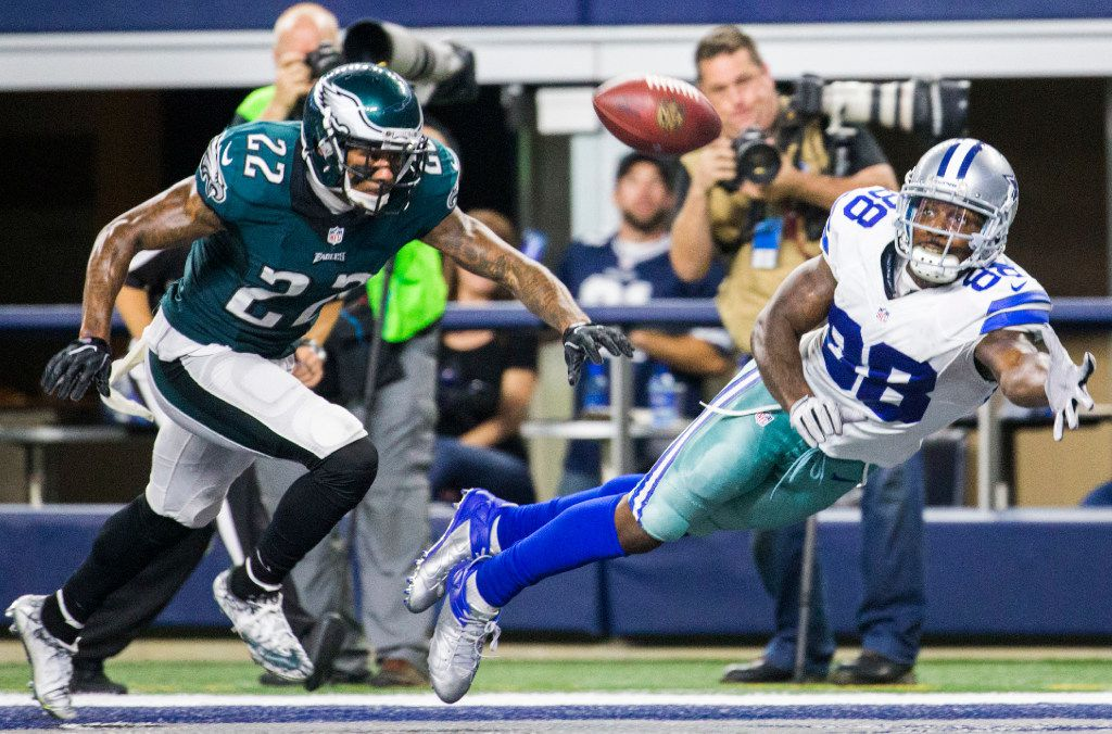 Dallas Cowboys wide receiver Dez Bryant (88) reaches for a pass in the end zone ahead of Philadelphia Eagles cornerback Nolan Carroll (22) during the fourth quarter of their game on Sunday, October 30, 2016 at AT&T Stadium in Arlington, Texas. The pass was incomplete. (Ashley Landis/The Dallas Morning News)