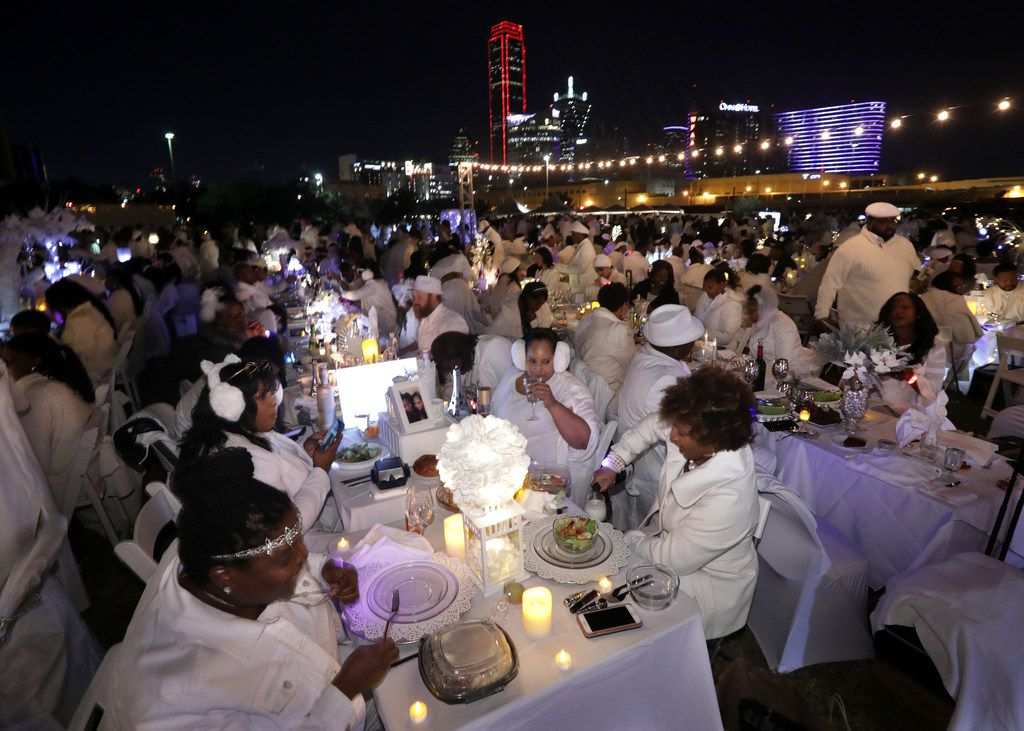 Guests enjoy a secret Diner en Blanc event at Reunion Park.